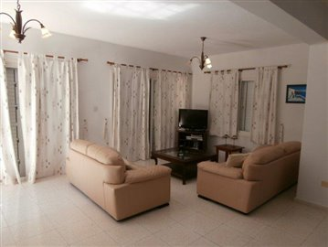 a-spacious-three-bedroom-villa-close-to-the-beach-in-coral-bay_full_6