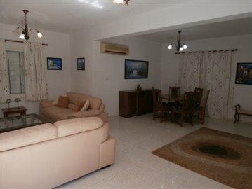 a-spacious-three-bedroom-villa-close-to-the-beach-in-coral-bay_full_7