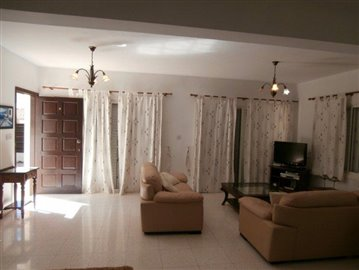a-spacious-three-bedroom-villa-close-to-the-beach-in-coral-bay_full_10