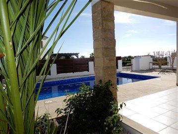 a-fabulous-three-bedroom-villa-in-coral-bay-is-for-sale_full_12