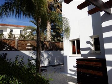 a-fabulous-three-bedroom-villa-in-coral-bay-is-for-sale_full_14