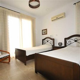 fully-furnished-bungalow-in-coral-bay_full_29