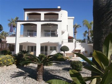 luxurious-three-bedroom-villa-with-guest-s-quarters-in-coral-bay-is-for-sale_full_1