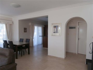 luxurious-three-bedroom-villa-with-guest-s-quarters-in-coral-bay-is-for-sale_full_3