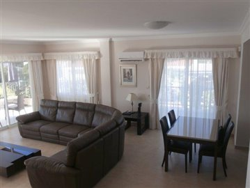 luxurious-three-bedroom-villa-with-guest-s-quarters-in-coral-bay-is-for-sale_full_5