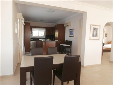 luxurious-three-bedroom-villa-with-guest-s-quarters-in-coral-bay-is-for-sale_full_6
