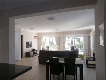 luxurious-three-bedroom-villa-with-guest-s-quarters-in-coral-bay-is-for-sale_full_9