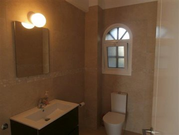 luxurious-three-bedroom-villa-with-guest-s-quarters-in-coral-bay-is-for-sale_full_11