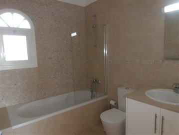 luxurious-three-bedroom-villa-with-guest-s-quarters-in-coral-bay-is-for-sale_full_18