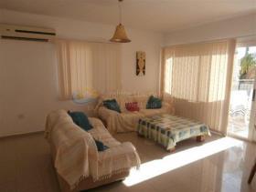 Image No.5-Maison de 3 chambres à vendre à Peyia
