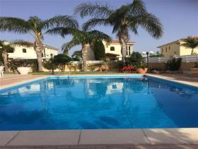 Image No.0-Villa de 4 chambres à vendre à Larnaca
