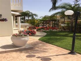 Image No.6-Villa de 4 chambres à vendre à Larnaca