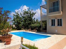Image No.0-Maison / Villa de 4 chambres à vendre à Konia