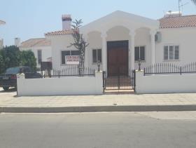Image No.1-Bungalow de 4 chambres à vendre à Ayia Napa