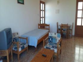Image No.6-Commercial de 14 chambres à vendre à Kissonerga