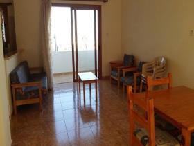 Image No.4-Commercial de 14 chambres à vendre à Kissonerga