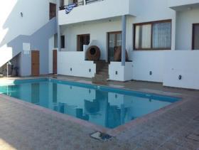 Image No.1-Commercial de 14 chambres à vendre à Kissonerga