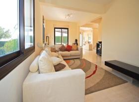 Image No.5-Maison / Villa de 4 chambres à vendre à Kouklia