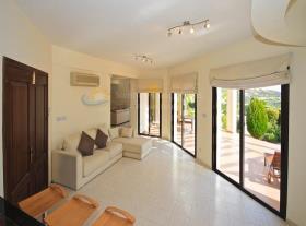 Image No.7-Maison / Villa de 4 chambres à vendre à Kouklia