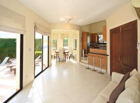 Image No.10-Maison / Villa de 4 chambres à vendre à Kouklia