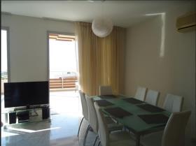 Image No.2-Appartement de 2 chambres à vendre à Agios Tychonas