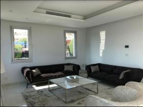 Image No.2-Villa de 4 chambres à vendre à Mouttagiaka