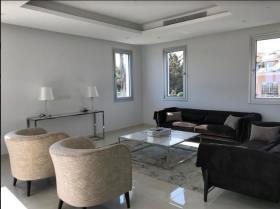 Image No.1-Villa de 4 chambres à vendre à Mouttagiaka