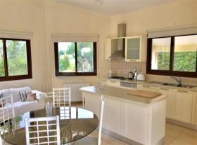 Image No.2-Bungalow de 4 chambres à vendre à Limassol