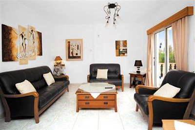 three-bedroom-villa-for-sale-at-st-george-area-of-peyia_full_1