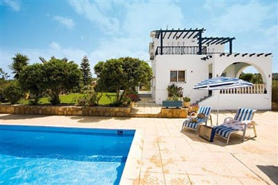 three-bedroom-villa-for-sale-at-st-george-area-of-peyia_full