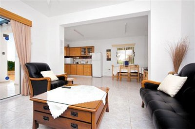 three-bedroom-villa-for-sale-at-st-george-area-of-peyia_full_2