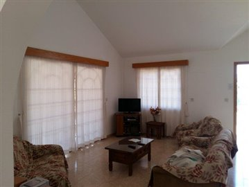 three-bedroom-villa-for-sale-at-st-george-area-of-peyia_full_4