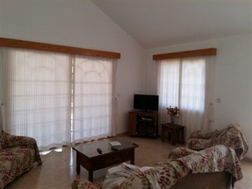 three-bedroom-villa-for-sale-at-st-george-area-of-peyia_full_5