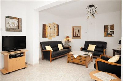 three-bedroom-villa-for-sale-at-st-george-area-of-peyia_full_6