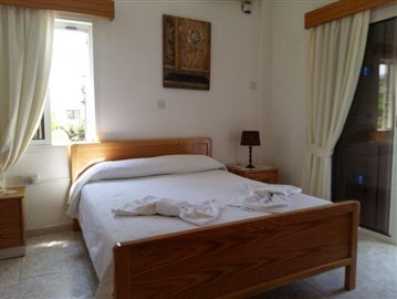 three-bedroom-villa-for-sale-at-st-george-area-of-peyia_full_9