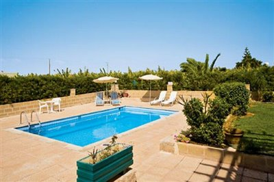 three-bedroom-villa-for-sale-at-st-george-area-of-peyia_full_11