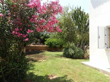 three-bedroom-villa-for-sale-at-st-george-area-of-peyia_full_18