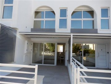 a-modern-block-of-town-houses-is-for-sale-in-coral-bay_full_5