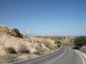 Pissouri, Land