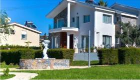 Agios Tychonas, Villa