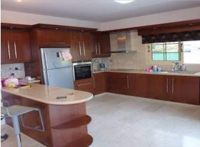 Image No.2-Maison / Villa de 4 chambres à vendre à Pyrgos