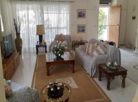 Image No.2-Maison de 3 chambres à vendre à Oroklini