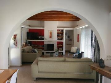 21169-a-retro-vintage-two-bedroom-bungalow-is-for-sale-in-mesa-chorion_full