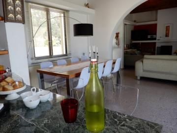 21174-a-retro-vintage-two-bedroom-bungalow-is-for-sale-in-mesa-chorion_full