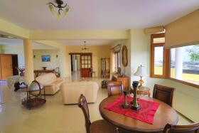 Image No.3-Villa de 4 chambres à vendre à Tsada