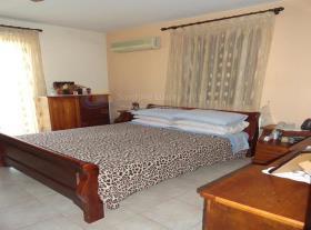 Image No.7-Villa de 4 chambres à vendre à Aradippou