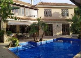 Image No.0-Villa / Détaché de 5 chambres à vendre à Parekklisia