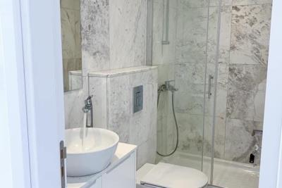 2-bedroom-luxurious-penthouse-apartment-with-sea-view-in-Makenzy-Larnaca-2-------------------------------------------------------------1-