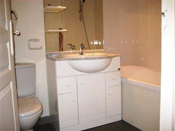 8239-Bathroom