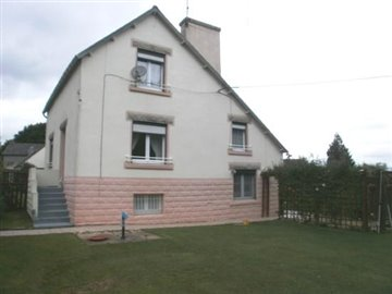 1 - Châteauneuf-du-Faou, House